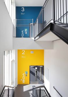 Image 6 of 17 from gallery of Birmingham Ormiston Academy / Nicholas Hare Architects. Photograph by Alan Williams Photography Environmental Graphic Design, Environmental Graphics, Office Interior Design, Office Interiors, Hotel Interiors, Ecole Design, Wayfinding Signs, Office Branding, Product Design