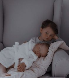 Cute Little Baby, Baby Kind, Cute Baby Girl, Little Babies, Baby Girl Pictures, Cute Baby Pictures, Cute Family, Baby Family, Cute Funny Babies