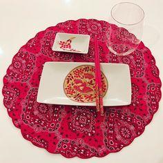 Muito amor pela mesa montada pela @patymarcello para um jantar japa muito especial. Os jogos americanos são da querida @aparecidamirandaenxovais #entreamigos #lifeisgood #goodvibes #olioliteam @olioli_lifestyle