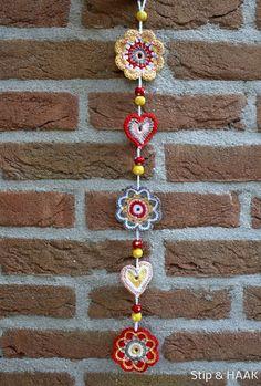 Watch The Video Splendid Crochet a Puff Flower Ideas. Phenomenal Crochet a Puff Flower Ideas. Crochet Wall Art, Crochet Wall Hangings, Love Crochet, Crochet Gifts, Crochet Motif, Beautiful Crochet, Crochet Hooks, Knit Crochet, Crochet Garland