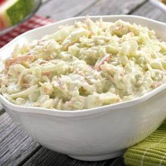 What's a barbeque without zesty, creamy coleslaw? Bella's perfect coleslaw hits the right balance of creamy and tangy and takes just minutes to make. Best Coleslaw Recipe, Kfc Coleslaw, Creamy Coleslaw, Kfc Gravy Recipe, Southern Coleslaw, Vegetarian Cabbage, Chicken Gravy, Jewish Recipes, Dressing
