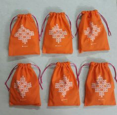 #thinkoutsideoftheBAG  Traditionally, during Navratri-Golu a return gift BAG is given to all the women who visit to see the golu.   This return gift BAG has a coconut, vethalai (beetel leaves), pak, a fruit, haldi , kumkum, sundal and a GIFT for the lady who visits your golu.   We took this concept and turned it... INSIDE-OUT!  We chose a gift , and then put all the traditional items INSIDE it !!  Love is in the details...  #navratri #golu #Gift #inside #out  #thinkoutsideofthebox