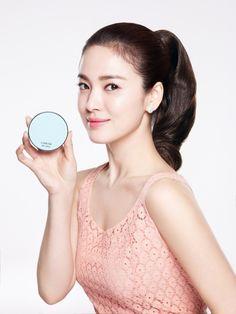 The 'Asian-ification' of Beauty Song Hye Kyo, Beautiful Asian Women, Beautiful Celebrities, Asian Celebrities, Korean Beauty, Indian Beauty, Korean Makeup Brands, Mascara Hacks, Eyeliner