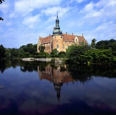 Vittskövleslott, in Vittskövle, Kristianstad. Carl von Linné visited Vittskövle on the 27th of may 1749. Vittskövle castle in north-eastern Skåne is one of the best preserved renaissance castles in the Nordic countries and has 100 chambers to boot. The gardens are truly beautiful and open to the public. © Birger Lallo