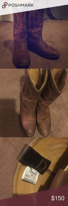 Practically brand new cowboy/cowgirl boots💖 Brown boots! Mom bought them more me but just a tad too small for me to be in them all day at work, they start to hurt my feet after a while but I love the style. Sucks that they don't fit me. Little smug on one point but it's not that noticeable if you clean them up more (: worn 3 times 2times working and once to concert so not much activity in them souls still are in great condition! OFFER OFFER 😁 not Justin boots just for advertisement Justin…