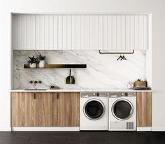 Adoramos a combinação de materiais nesta lavanderia! O mármore e os metais em latão estão em completa sintonia com o acabamento de madeira dos armários. O projeto é do Fisher Paykelau.