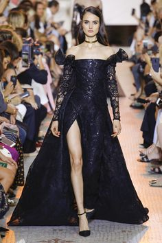 leah-cultice: Blanca Padilla at Elie Saab Fall 2018 Couture Ellie Saab, Couture Fashion, Runway Fashion, Fashion Show, Elie Saab Haute Couture, Dolly Fashion, Elie Saab Fall, Dolce & Gabbana, Designer Gowns