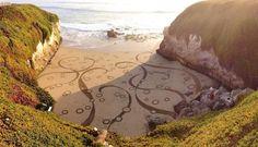 Cet été oubliez leschâteauxde sable,bien trop main stream! L'artisteAndres Amadorréalise de magnifiques peintures de sable:Il utilise les zones vierges de la plage en guise de toile et un râteau pour créer chacune de ces œuvres sur les rivages du monde entier.