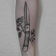 Spring loaded by Justin @justinoliviertattoo of @downtowntattoosnola #knife…