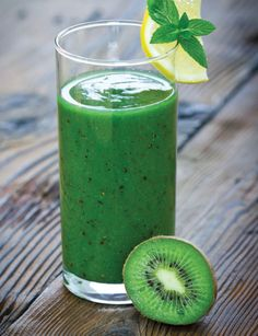2 cups fresh chopped kale2 kiwis, peeled, sliced1 1/4 cups orange juice2 tsp freshly squeezed lemon juice4–5 ice cubes Combine ingredients and blend until smooth. Pour into a glass and serve immediately.
