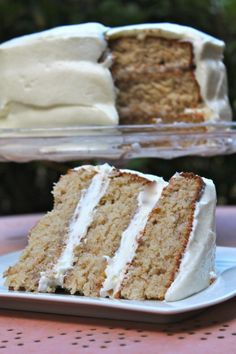 Ever heard of hummingbird cake? This is a sweet southern treat during the holidays. The moist spice cake with cream cheese frosting makes it irresistible! Hummingbird Cake Recipes, Hummingbird Food, Yummy Treats, Delicious Desserts, Dessert Recipes, Yummy Recipes, Sweet Treats, Recipies, I Heart Recipes