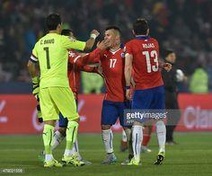 Gary Medel con Chile 2 Peru 1