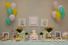 balões e flores naturais na decoração