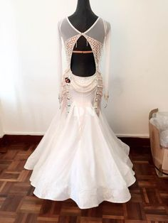 海外大人気ブランドをセレクトしました。ブランドと直結している為サイズ・デザイン・色変更可が可能です。オートクチュール希望の方にはデザイナーがオリジナルドレスを制作。