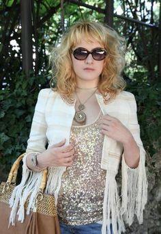 Frange, glitter e tanto glamour grazie ai gioielli Luca Barra per un bellissimo outfit postato sul fashion blog The ChiliCool by Alessia Milanese! #fashionblog #lucabarra #alessiamilanese #thechilicool #social