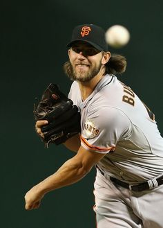 PHOENIX, AZ - SEPTEMBER Starting pitcher Madison Bumgarner of the San Francisco Giants pitches against the Arizona Diamondbacks during the MLB game at Chase Field on September 2014 in Phoenix, Arizona. (Photo by Christian Petersen/Getty Images) Giants Team, My Giants, New York Giants, 2014 World Series, Madison Bumgarner, San Francisco Giants Baseball, Mlb Games, Arizona Diamondbacks, American Sports