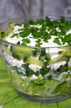 Zielono-biała sałatka warstwowa – Smaki na talerzu Vegan Gains, Easy Food To Make, Easy Cooking, Food Design, Vegan Desserts, Food Hacks, Appetizer Recipes, Sweet Recipes, Breakfast Recipes