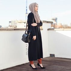 INAYAH | Long Ash Jumper | Thick Knit Black Maxi Cardigan | Tan Knitted Tapered Trousers | www.inayahcollection.com