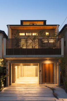 外観(夕景)この写真「外観(夕景)」はfeve casa の参加建築家「末正 浩一/桜山建築設計」が設計した「ガーデンテラスのある家」写真です。「ガレージハウス 」カテゴリーに投稿されています。