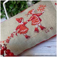 Risultati immagini per veronique enginger, la grande histoire Xmas Cross Stitch, Cross Stitch Boards, Cross Stitching, Cross Stitch Embroidery, Hand Embroidery, Cross Stitch Patterns, Christmas Cross, Simple Christmas, Stitches Wow
