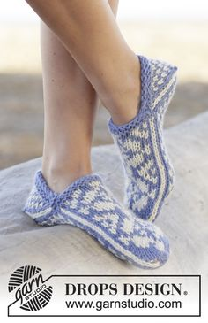 Socks & Slippers - Free knitting patterns and crochet patterns by DROPS Design Drops Design, Knitting Patterns Free, Free Knitting, Free Pattern, Finger Knitting, Scarf Patterns, Knit Shoes, Crochet Shoes, Crochet Slippers