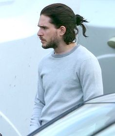 The one and only Kit Harington — casaharington: Kit Harington - Belfast 2016 Kit Harington, Kit Harrington Hair, Hair And Beard Styles, Curly Hair Styles, Jon Snow, Kit And Emilia, Boys Long Hairstyles, Man Bun, Long Curly Hair