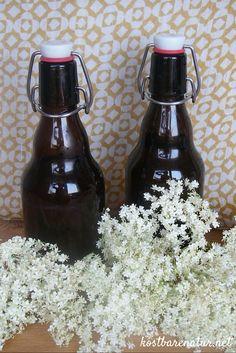 Leckerer Sirup mit Holunderblüten und anderen Wildpflanzen!