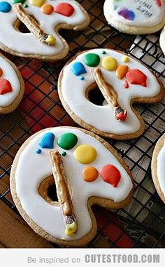 I love these cute palette cookies!  :)  I think I will make some for my children's art class.