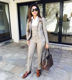 Nice 42 Adorable Fall Outfits Ideas To Wear At Work Tomboy Fashion, Office Fashion, Suit Fashion, Work Fashion, Trendy Fashion, Fashion Outfits, Fashion Games, Fashion Photo, Casual Work Attire