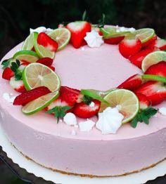 Mansikka-limejuustokakku | Jannen Keittiössä - Ruokablogi Panna Cotta, Birthday Cake, Ethnic Recipes, Desserts, Food, Dulce De Leche, Birthday Cakes, Meal, Deserts