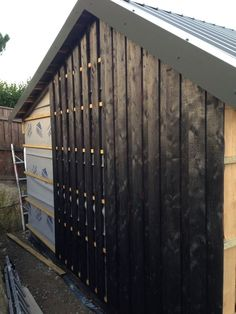 Charred larch cladding going up on the garage – Exterior Larch Cladding, House Cladding, House Siding, Exterior Siding, Exterior Design, External Cladding, Garden Studio, Garden Buildings, House Extensions