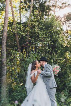 Die Märchen-Hochzeit im Vintage-Stil von Melody und Philippe @Marco Roth Photography http://www.hochzeitswahn.de/inspirationen/die-maerchen-hochzeit-im-vintage-stil-von-melody-und-philippe/ #wedding #inspiration #mariage