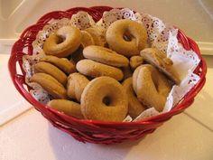 Κουλουρακια κανελας μουρλια!Απο τη Μπεσυ Greek Sweets, Cooking Time, Doughnut, Biscuits, Food And Drink, Favorite Recipes, Cookies, Fruit, Desserts