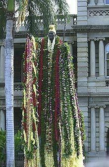 Piles of lei of love, all for Kamehameha Hawaii Hula, Honolulu Hawaii, Oahu, Hawaiian Monarchy, Hawaiian Dancers, Modern Disney, Leis, Big Island, Musik