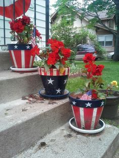 Patriotic red,white and blue flower pots for of July Patriotic red,white and blue flower pots fo Flower Pot Crafts, Clay Pot Crafts, Diy Crafts, Painted Clay Pots, Painted Flower Pots, Fourth Of July Decor, 4th Of July Decorations, Flower Pot People, White And Blue Flowers