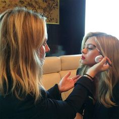 BEIJING, CHINA Makeup artist Kate Lee puts the finishing touches on Peltz's well-defined brows. My Beauty, Hair Beauty, Kate Lee, Chanel Rouge Coco Shine, Face Framing Layers, Faux Bob, Nicolas Peltz, Oil Free Makeup