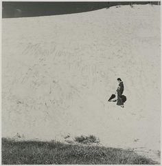 Shoji Ueda, My Wife in the Dunes, 1950 Source: last-picture-show Tottori, Album Photo, Photo Book, Magritte, Matt Hardy, Street Photography, Art Photography, Levitation Photography, Exposure Photography