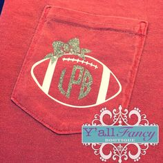 Football season is here & these monogrammed football pocket tees are perfect for any fan! These are Comfort Colors unisex sized tees. Vinyl Crafts, Vinyl Projects, Vinyl Designs, Shirt Designs, Shilouette Cameo, Football Season, Football Spirit, Football Tee, Baseball
