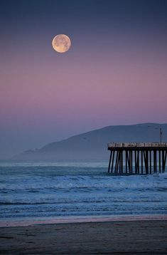 Full moon sets over Pismo Beach, CA at sunrise on winter morning. One of my all time favorite places! Beautiful Moon, Beautiful World, Beautiful Places, Amazing Places, Moon Setting, Shoot The Moon, Hermosa Beach, Banksy, Belle Photo