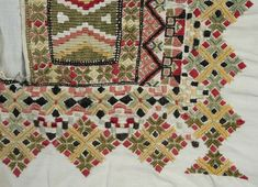 Skjorte Smocking, Folk Art, Bohemian Rug, Quilts, Blanket, Rugs, Home Decor, Embroidery, Farmhouse Rugs