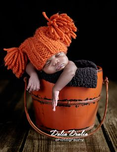 newborn hat. This is so cute.