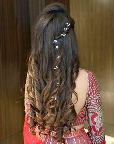 Headband Hairstyles Indian Bridal Hairstyles For Sangeet.Headband Hairstyles Indian Bridal Hairstyles For Sangeet Open Hairstyles, Indian Wedding Hairstyles, Elegant Hairstyles, Headband Hairstyles, Short Hair Bride Hairstyles, Hairstyle Ideas, Trending Hairstyles, Beautiful Hairstyles, African Hairstyles