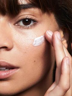 When you fully understand the right way to do things you will get to your healthy skin objectives. Beautiful skin starts off with good skin care. Learn how to adhere to a much better regime. Lotion Tonique, Priming Moisturizer, Glossier Moisturizer, Glossy Makeup, Perfect Skin, Beauty Routines, Skincare Routine, Good Skin, Skin Care Tips
