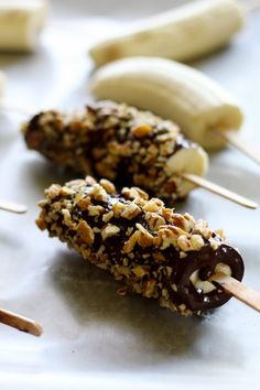 12 easy guilt-free desserts for summer - dark chocolate frozen banana pops. Dinner Recipes For Kids, Healthy Dinner Recipes, Kids Meals, Dessert Recipes, Frozen Banana Pops, Healthy Snacks For Diabetics, Healthy Sweets, Healthy Baking, Healthy Foods