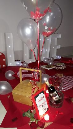 Cena de amor y aniversario. Happy Day, Picnic, Table Decorations, Instagram, Home Decor, Amor, Romantic Dinners, Events, Cards