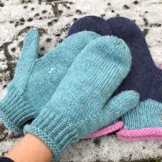 Ravelry: Garnomeras enkla vantar pattern by Maria Samuelsson Knitted Mittens Pattern, Knitting Wool, Knit Mittens, Knitted Gloves, Baby Knitting, Knitting Designs, Knitting Patterns, Easy Yarn Crafts, Circular Knitting Machine