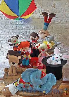 Personagens confeccionados em #feltro para #festainfantil no tema #circo Circus Carnival Party, Circus Birthday, Birthday Parties, Circo Do Mickey, Felt Toys, Felt Crafts, Holidays And Events, Smurfs, Baby Shower