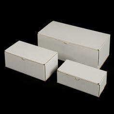 Caja cartón microcanal. El cartón microcanal es una combinación de cartón de cara simple encolado a un cartoncillo estucado mediante una onda tipo E. A pesar de ser un cartón de gran rigidez y resistencia mecánica ofrece una gran ligereza. Puede imprimirse directamente mediante flexografía o bien contracolando papel impreso. Material World, Decorative Boxes, Container, Home Decor, Wave, Carton Box, Crates, Paper Envelopes, Printed