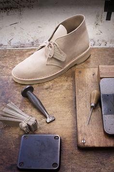 The Original - Desert Boots von Deutschland. Finden Sie hier viele Farbvarianten auf unsere Website - bereits ab 130 Euro. http://www.clarks.de/c/clarks-originals-herrenschuhe/herren-desert-boots #Clarks #desertboots #boots #men #männer #herren #schuhe