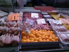 Polleria. Mercado de abastos Triana